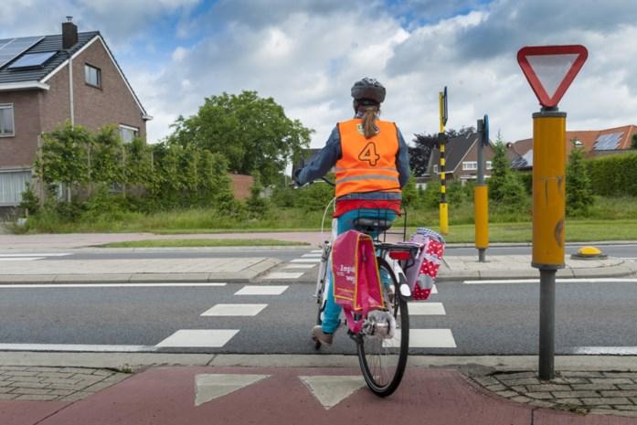 Kinderen leggen fietsexamen coronaveilig af