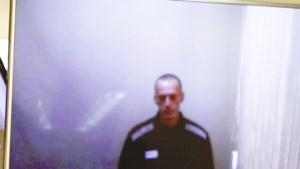 Zichtbaar vermagerde Navalny via videolink aanwezig bij rechtszitting