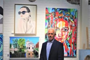 Hij raakte bijna veertig jaar geen penseel aan, maar nu heeft kunstenaar Hilaire (65) permanent expo