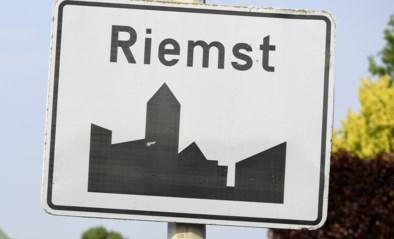 """Burgemeesters Bilzen en Hoeselt verwonderd over terugtrekking Riemst uit fusie: """"Ik betreur dit"""""""