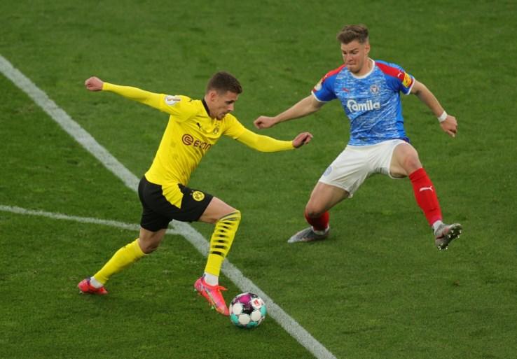 Borussia Dortmund plaatst zich na doelpuntenkermis voor finale Duitse beker (en daar heeft het Haaland zelfs niet voor nodig)