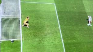 Commotie in volle titelstrijd: waarom mocht Atlético-doelman Jan Oblak van zijn lijn komen bij penaltymisser?