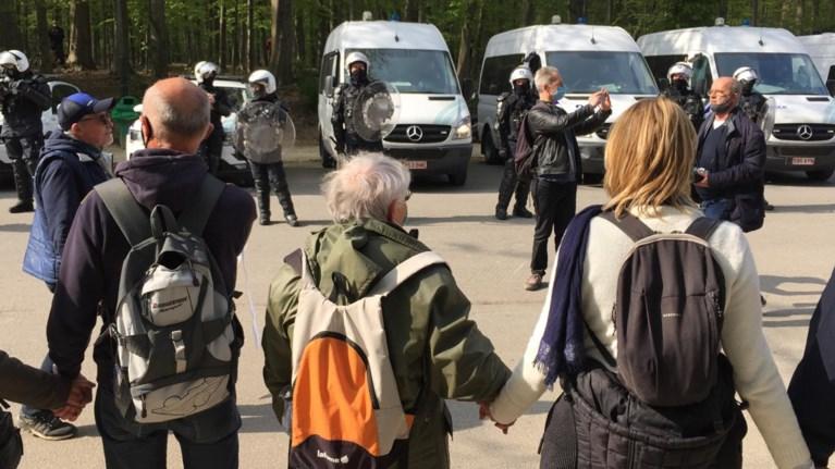 Ook La Boum 2 in Ter Kamerenbos escaleert: 132 aanhoudingen, 15 gewonde deelnemers en 13 gewonde agenten