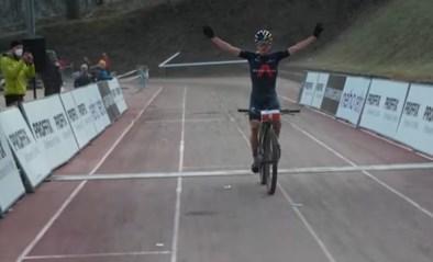 Tom Pidcock domineert meteen bij rentree op mountainbike en wint met drie minuten voorsprong