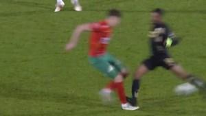 De venijnige tackle die Mehdi Carcela een donkerrode kaart én een blessure opleverde
