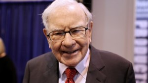 """Superbelegger Warren Buffett moet door het stof: """"In de fout gegaan met verkoop van Apple- en luchtvaartaandelen"""""""