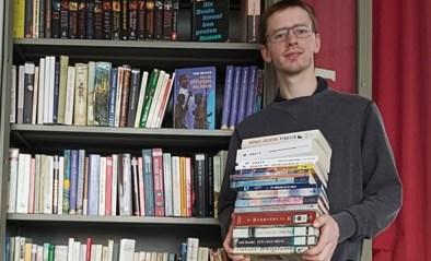"""Alles moet zo veel mogelijk online, maar toch start deze school nog met een echte bibliotheek: """"Ik hoop dat de boeken niet onaangeroerd blijven"""""""