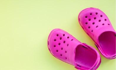 Vier manieren om Crocs toch (een beetje) fashionable te maken