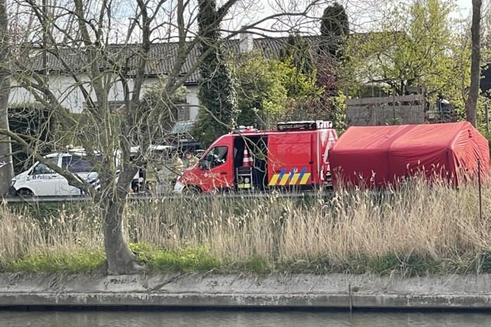 Lichaam gevonden in kanaal: wetsdokter komt ter plaatse voor onderzoek