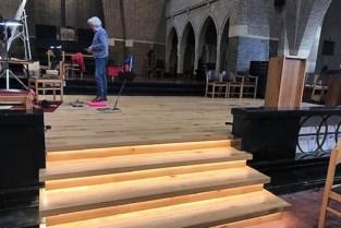 Onze-Lieve-Vrouwkerk uitgerust met podium