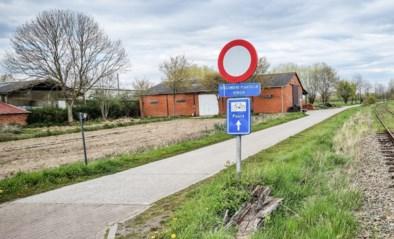 Fietser in Puurs-Sint-Amands knijpt in billen van vrouwen en masturbeert in het openbaar