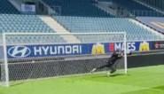 Mathieu Terryn viert vrijgezellen met penalty's in de Ghelamco Arena