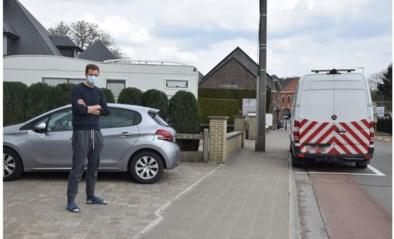 """Geschrankte parkeerplaatsen doen wenkbrauwen fronsen : """"Heel gevaarlijk voor fietsers"""""""