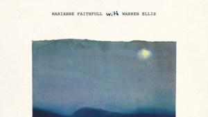 RECENSIE. 'She walks in beauty' van Marianne Faithfull: Nergens te klasseren ***