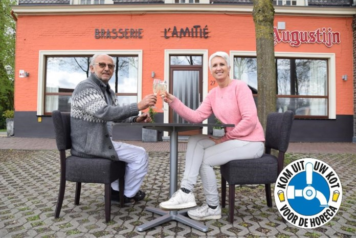 """Karine van De Akkerhoeve kiest met brasserie L'Amitié voor iets nieuws: """"Als ik mijn ramen aan het kuisen ben, spreekt iedereen mij al aan"""""""