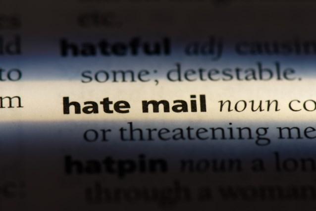 Duitser opgepakt voor versturen van meer dan honderd extreemrechtse haatmails naar publieke figuren