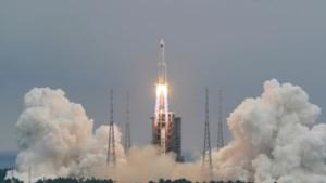 """Experts vrezen voor puinregen door """"ongecontroleerde terugkeer"""" van Chinese raket naar aarde"""