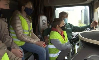 Mobiliteitsminister Lydia Peeters wil dat scholen de dodehoek opnemen in lessenpakket