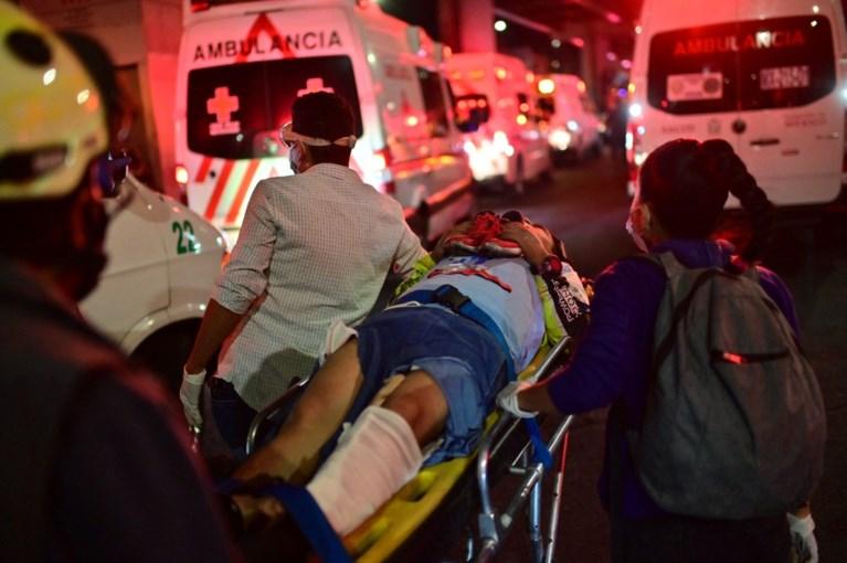 Moment waarop metrobrug in Mexico instort gefilmd: zeker 23 doden, tientallen gewonden