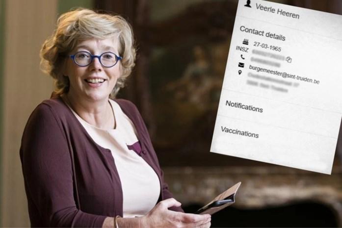Burgemeester Veerle Heeren (CD&V) liet zelfs buren voorsteken bij vaccinaties, maar weigert toe te geven en jaagt nu op verklikker