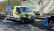 Bestelwagen geladen met auto botst tegen vrachtwagen op Oosterring in Genk