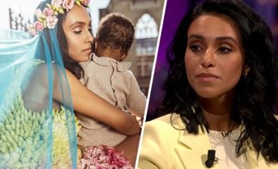 Nora Gharib legt in 'De Cooke & Verhulst show' uit waarom ze geen foto's van dochtertje Chams op social media wil