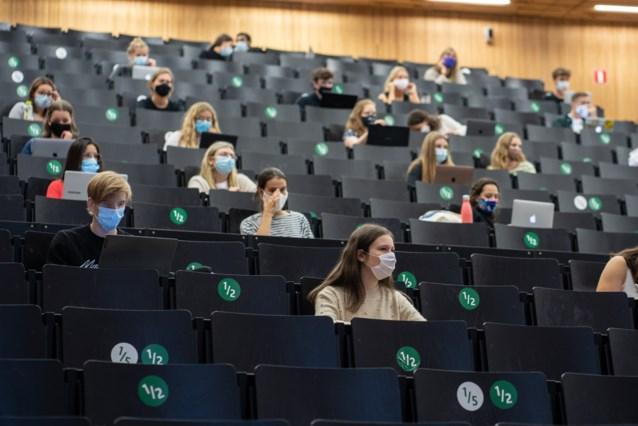 Uitwisselen van bepaald lesmateriaal wordt misschien strafbaar aan de UGent, studenten ongerust