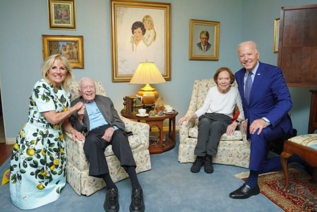 """""""Woont die man in een poppenhuis?"""" Internet lacht om foto van Amerikaanse oud-president"""