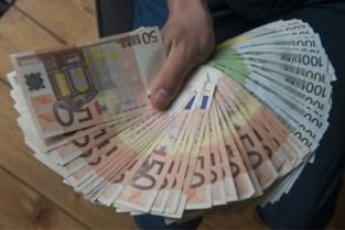 """""""Geldezel"""" die bende hielp om 25.000 euro wit te wassen krijgt jaar cel"""