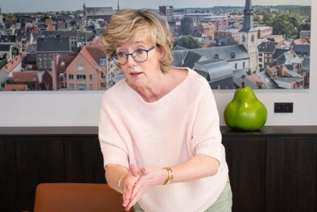 """Burgemeester van Sint-Truiden Veerle Heeren geeft dan toch toe: """"Ja, ik ben gevaccineerd"""""""