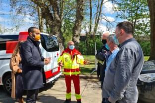 Staatssecretaris prijst Rode Kruis, burgemeester zijn bereidwillige inwoners
