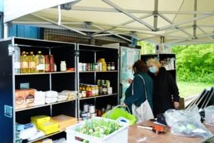 """Mobiele kruidenier gaat naar kwetsbare Gentenaars: """"Is ook ontmoetingsplek"""""""