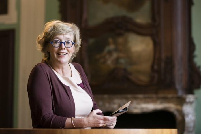 Hoe een loslippige kapster de vroege vaccinatie van Truiense burgemeester Veerle Heeren (CD&V) onthulde