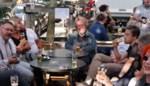 Maanden niet op café en er nu ('s ochtends) in vliegen, wat doet dat met je? We gaan weer moeten leren drinken