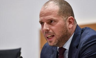 Theo Francken wordt tijdelijk geweerd uit geheime Kamercommissies na tweet met gevoelige info