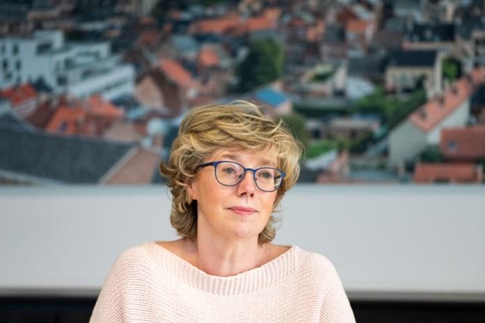 Eerst te vroege vaccinatie, dan erg ongelukkig interview: burgemeester Veerle Heeren werkt zichzelf nog meer in nesten