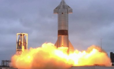 SpaceX-raket doorstaat eerste succesvolle lancering en landing