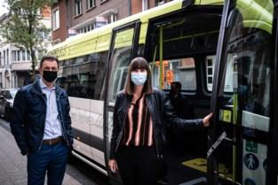 """Elektrische wandelbus rijdt vanaf vrijdag in Hasselt: """"Voor wie slecht ter been is en kinderwagens"""""""