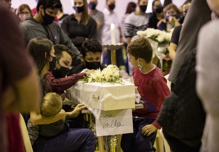 Achttienjarige steekt drie kinderen en twee medewerkers dood in kinderdagverblijf in Brazilië
