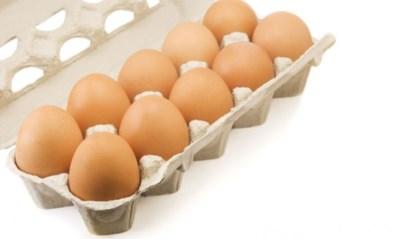 """Vrouw koopt doosje eieren, maar vindt er iets anders in terug: """"Ongelofelijk"""""""