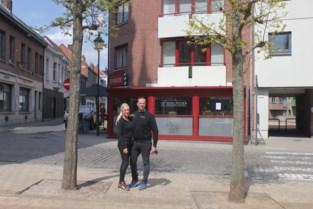 """Toch terras voor horeca-uitbaters Mariska en Bjorn, maar ze zijn niet tevreden met beslissing van gemeente: """"Dit is lachen met de mensen"""""""