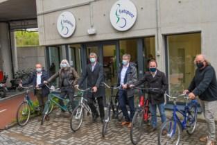 """Velo opent nieuw fietspunt op campus Gasthuisberg: """"Eén op vijf werknemers komt hier met de fiets naartoe"""""""