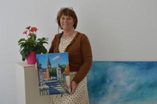 """Kunstenares Nancy (57) verloor haar dochter, maar vond troost in de natuur: """"Ik wil de donkerte achter mij laten met kleurrijke werken"""""""