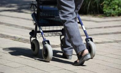 "Vrouw die fortuin van pleegoma (87) verbraste aan reisjes en borstvergroting komt weg met werkstraf: ""Ze maakte misbruik van goedgelovigheid"""