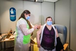 """25.000ste prik gezet in Nekkerhal: """"Vaccineren is een ploegsport"""""""
