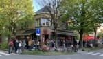 """Nu al (coronaproof) cafésfeer in Sint-Amandsberg: """"Maar we zijn streng als het moet"""""""