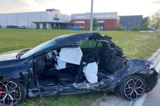 Jonge bestuurder crasht tegen geparkeerde oplegger in Brustem