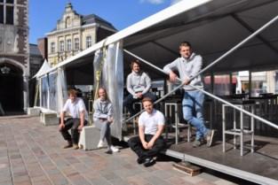 Jongerencafés baten weer samen terras uit tussen Hallentoren en stadhuis