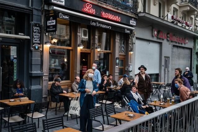 """Hoofdstad laat plexischermen wel toe op terrasjes: """"Communicatie getuigt van compleet amateurisme"""""""