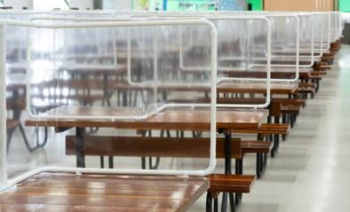 Eindelijk duidelijkheid: plexiwanden tussen tafels op horecaterrassen niet toegelaten